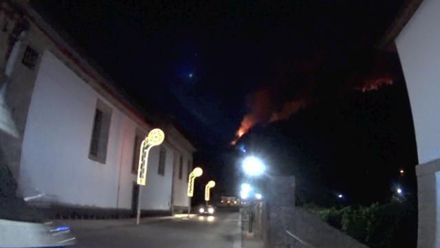 Incêndio a 300 metros da Abadia.