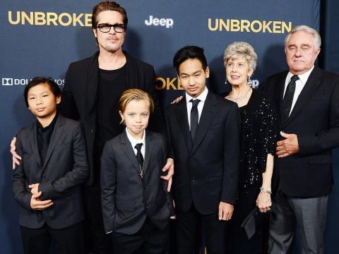 Brad Pitt com três dos seus filhos com Angelina