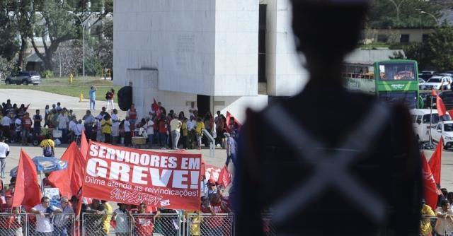 Greve em protesto ao pacote fiscal