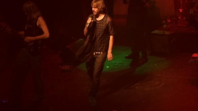 Sebastian, la voz del grupo y Valentín en la viola