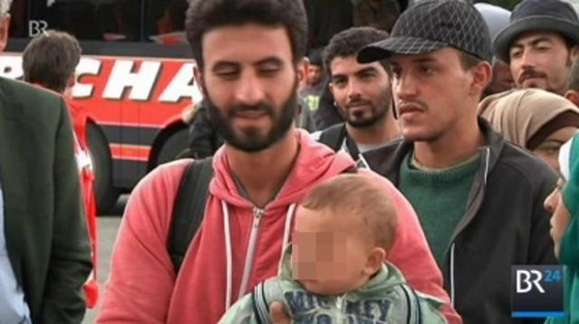 Bahnhofvorplatz, Flüchtlinge mit Familien