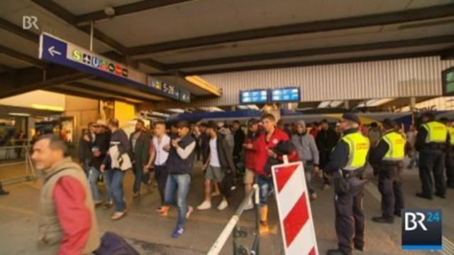 Flüchtlinge kommen am Hbf. München an