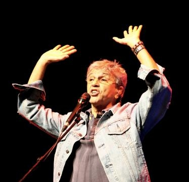 Caetano durante show em Lisboa