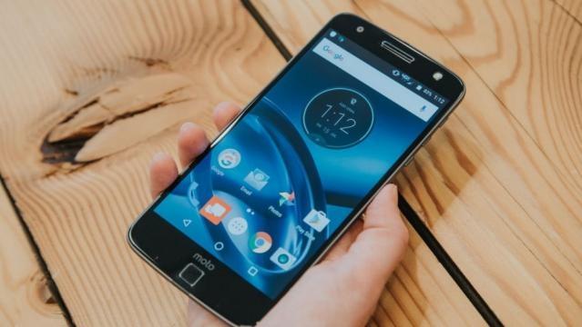 Lenovo Moto Z Play, smartphone modulare e MotoMod Hasselblad a IFA ... - leganerd.com