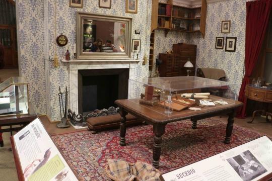 Montaje de la exposición dedicada a Darwin en el Museo de BA toluquense