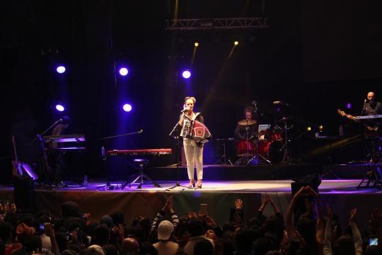 Julieta Venegas en su presentación en el Festival Internacional Quimera 2016