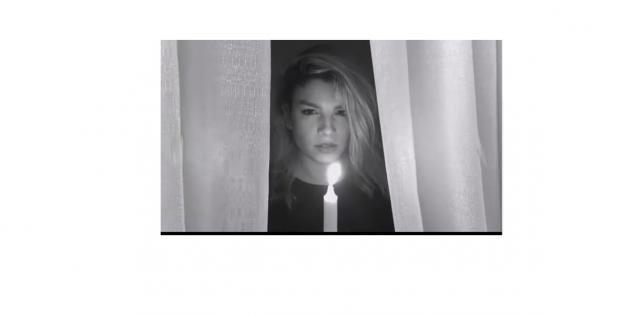 Un estratto del video sensuale di Emma Marrone ispirato a '50 sfumature di grigio'.