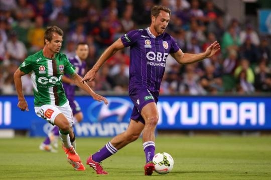 10-man Newcastle Jets beaten in Perth   Photos   Daily Liberal - com.au