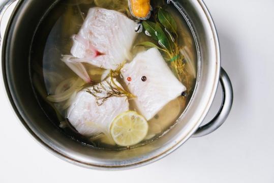 Wie man Fisch pochieren / salemcoc.com - salemcoc.com