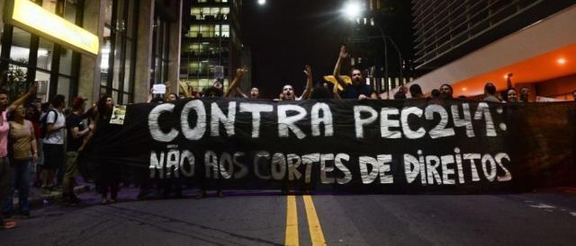 Manifestantes consideram que medida acarretará perda de direitos. (Foto: Rovena Rosa/Agência Brasil)