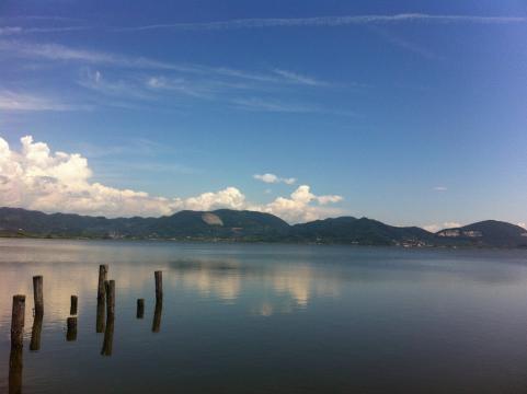 Veduta del placido Lago di Massacciuccoli (Lucca)