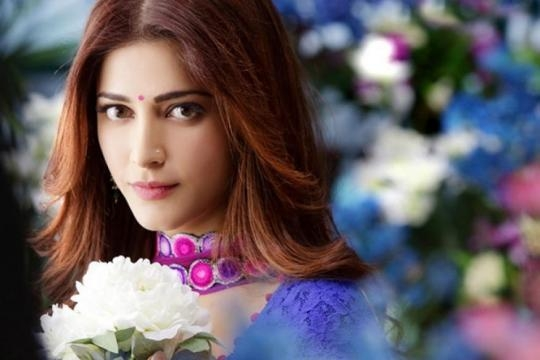 Shruti Haasan to essay the role of a lecturer in Telugu remake of ... - news18.com