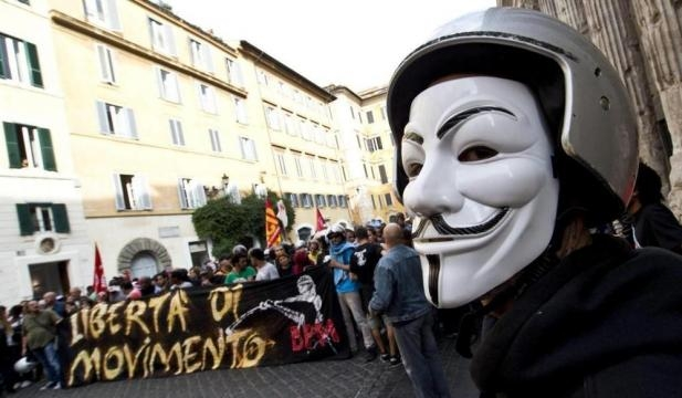 Batalla antisistema: Un manifestante con la careta ... | ELMUNDO.es - elmundo.es