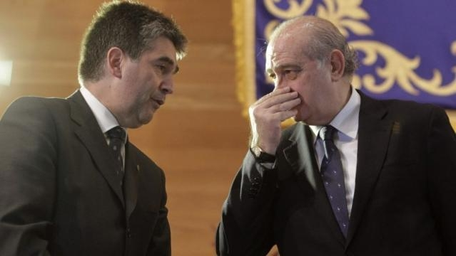 El distintivo policial en honor de Felipe VI provoca el enésimo ... - vozpopuli.com