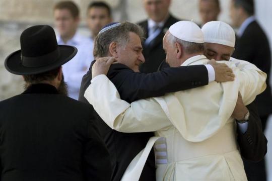 Francisco protagoniza emocionante abrazo de