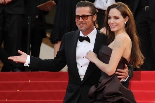 News Report Center : Brad Pitt Flirting While Angelina Jolie Busy ... - newsreportcenter.com