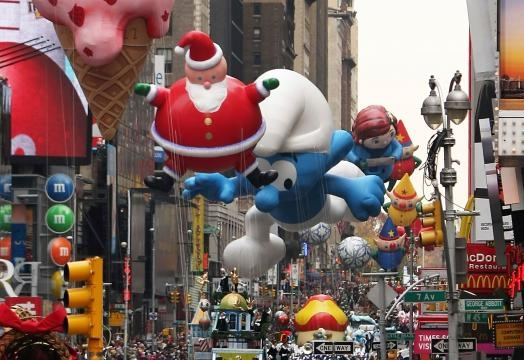 The giant float often include popular characters & pop cultures refence.