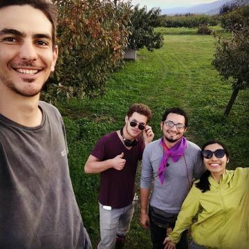 Con el grupo de voluntarios después de un día de trabajo en la granja