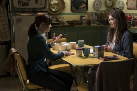 First 'Gilmore Girls' Revival Footage Shown, Premiere Date ... - tvline.com
