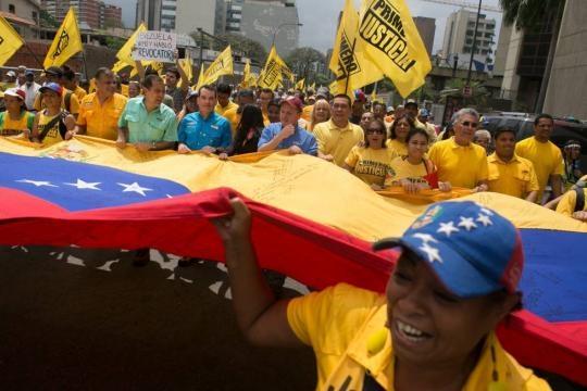 Maduro ordena mobilização militar frente à escalada da crise na ... - elpais.com