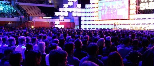 A audiência sempre atenta ao discurso dos oradores