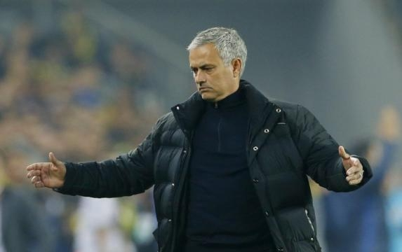 Claims Jose Mourinho has lost the Man United dressing room