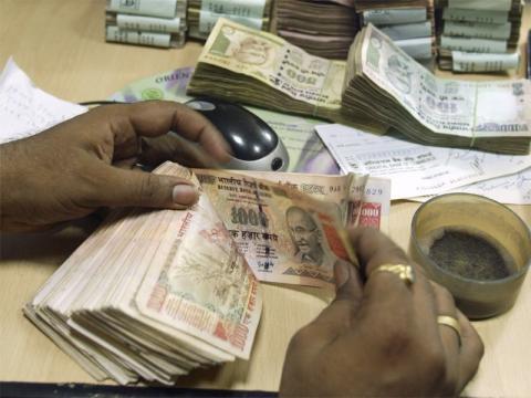 India bans Rs 500 and !00 Rs notes (PAnasiabiz.com)