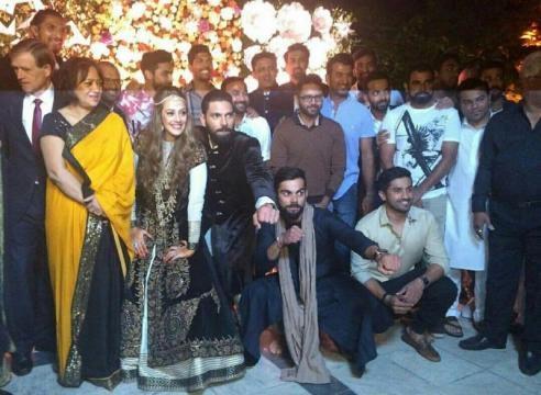 Virat Kohli at Yuvraj Singh - Hazel Keech wedding reception - photos (Toutube screengrab)
