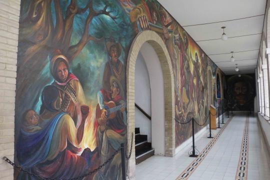 Murales sobre la revolución en la Casa de Francisco Villa.