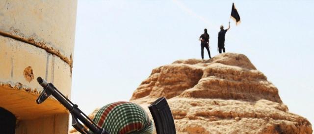 Le bandiere nere dell'Isis sventolano nuovamente su Palmira, un'immagine che non ci si augurava più di rivedere