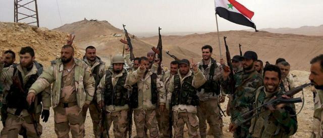 Militari siriani in festa dopo la presa di Palmira, un'immagine dello scorso marzo