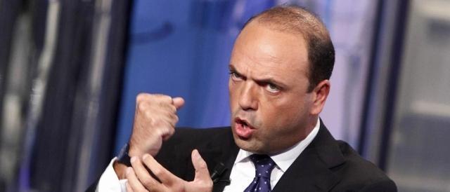 Angelino Alfano passa dall'interno agli esteri