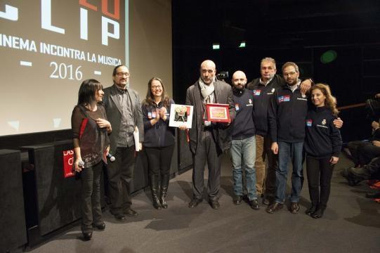 Francesca Piggianelli con il Sindaco di Amatrice Sergio Pirozzi e alcuni membri di Tele Radio Amatrice