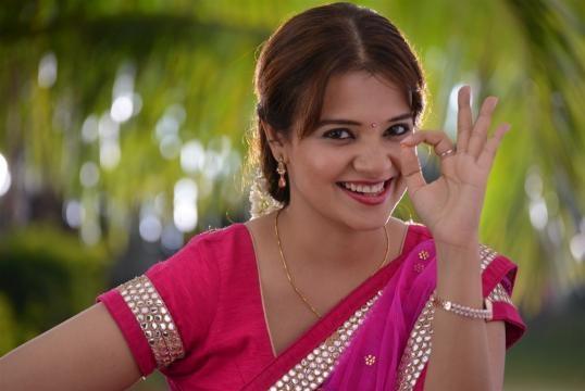 Meelo Evaru Koteeswarudu Telugu Movie Making Teaser | Charminartalkies - charminartalkies.com