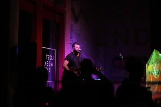 The Irish musician Joey Ryan performing at Lost Weekend for Munich Sessions
