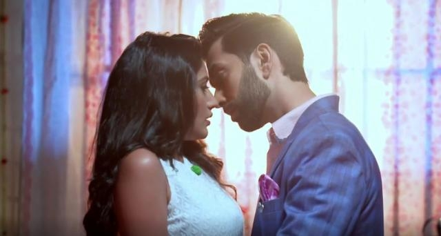 Surbhi chandna and Nakuul Mehta romance in Ishqbaaz (Youtube screen grab)