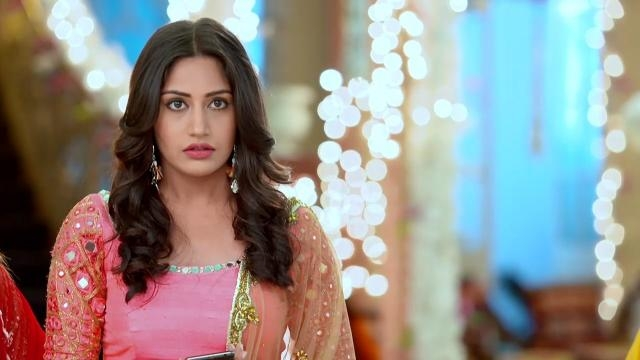 Om wishes Shivaye and asks for Anika (Panasiabiz.com)