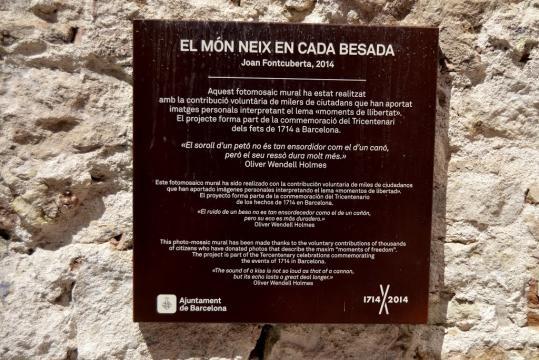 Panoramio - Photo of EL MÓN NEIX EN CADA BESADA (PLAÇA ISIDRE NONELL) - panoramio.com