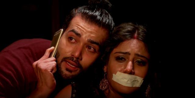 Dakhsya and Surbhi chandna in 'Ishqbaaz' (Youtube screen grab)ac