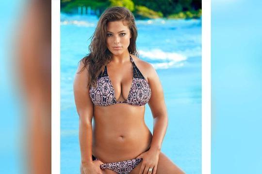 Ashley Graham, première mannequin ronde à poser pour Sports Illustrated