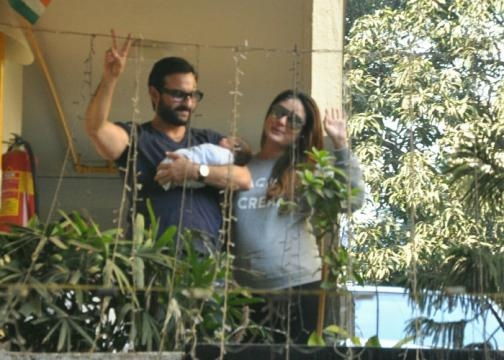 Kareena and Saif Ali bring Taimur (Panasiabiz.com)