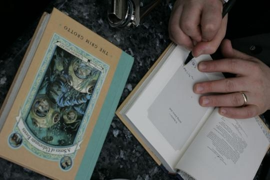 """Netflix to adapt Lemony Snicket's """"A Series of Unfortunate Events ... - sfgate.com"""
