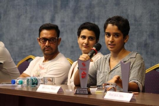 Aamir Khan pays surprise visit to the Silver Jubilee celebrations ... - blogtobollywood.com