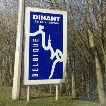 Entrada a la carretera de Dinant. Bélgica.