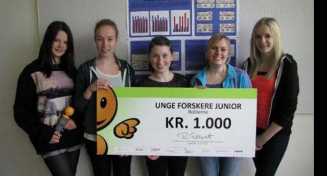 Imagens de estudantes recebendo bônus pelo estudo sobre a radiação