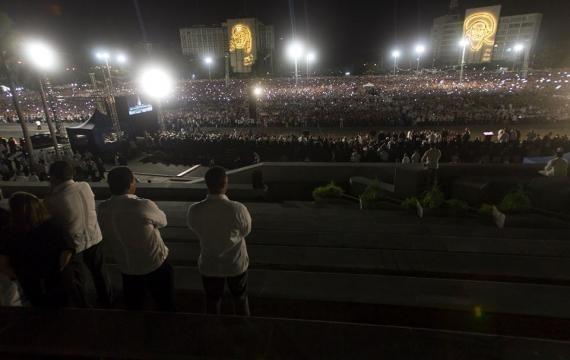 Los restos de Fidel Castro ya recorren la isla hacia Santiago de ...