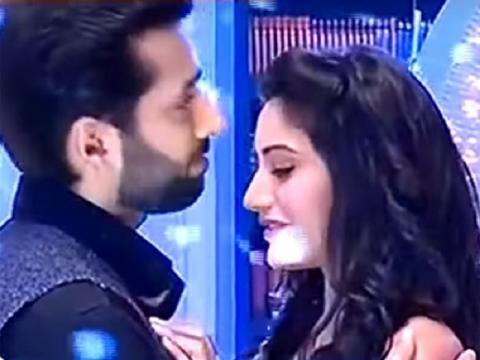 Anika and Shivaay romance in Ishqbaaz (Youtube screen grab)
