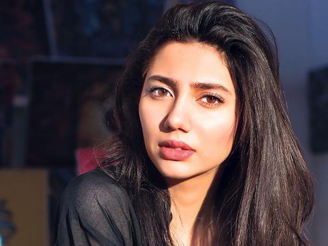 Mahira Khan's portion in Raees to be shot in Dubai! | 57895 - india-forums.com