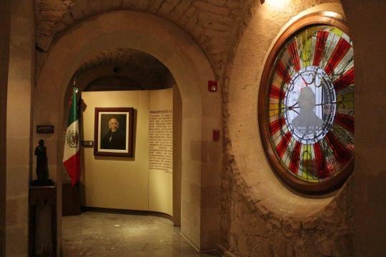 El Museo Hidalgo y la Galería de Armas al interior al interior del Palacio de Gobierno.