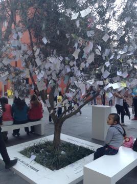 Árbol de la ilusión. Intervención pública de Yoko